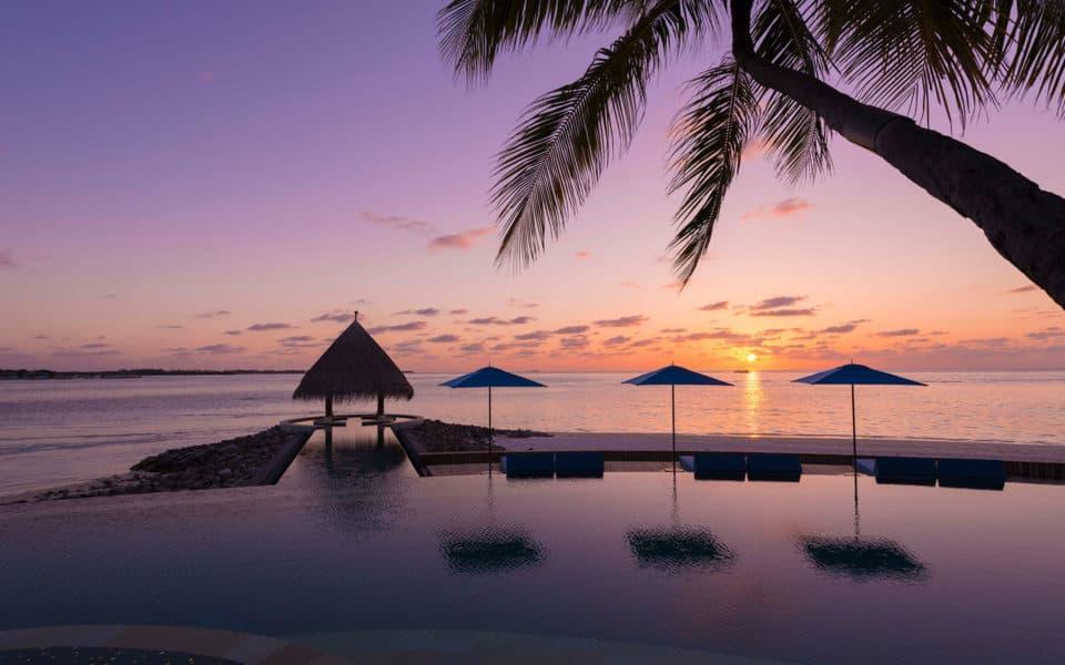 Four-Seasons-Kuda-Huraa-Serenity-Pool-Sunset