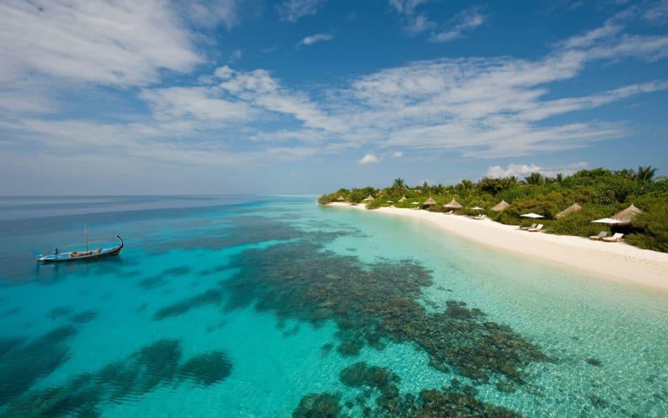 Four-Seasons-at-Landaa-Giraavaru-Aerial-Beach