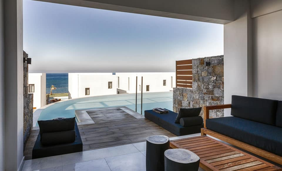 LUXURY GUESTROOM WITH SHARING POOL
