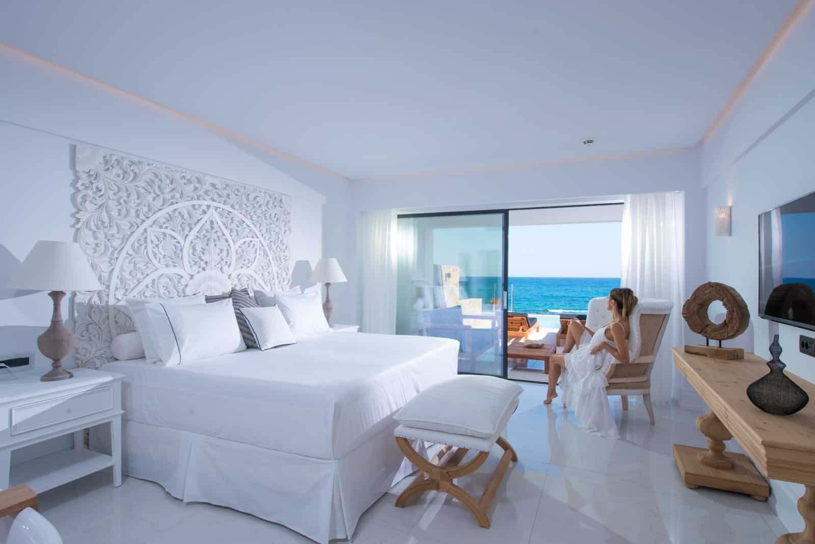 LUXURY SEAFRONT GUESTROOM WITH PRIVATE POOL