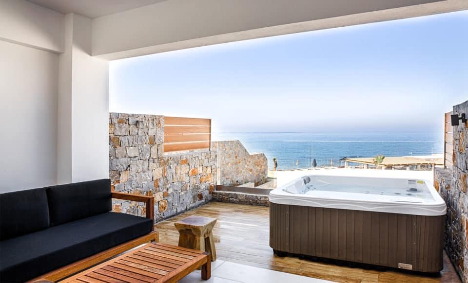 Luxury Guestroom with outdoor Jacuzzi