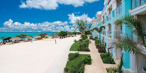 Beachfront Grande Luxe Club Level Junior Suite