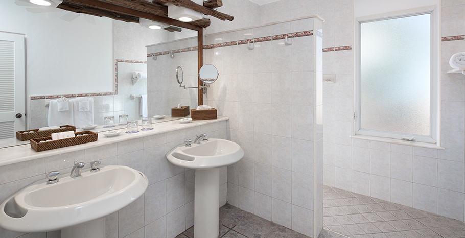 DeluxGalley Bay Resort & Spa Deluxe Bathroom
