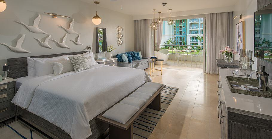 Royal_Seaside_Oceanview_Crystal_Lagoon_Club_Level_Barbados_Suite_with_Balcony_Tranquility_Soaking_Tub