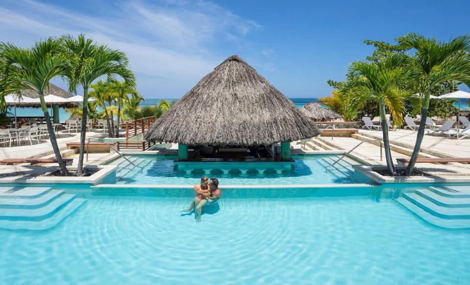 cCouples Swept Away Jamaica Pool