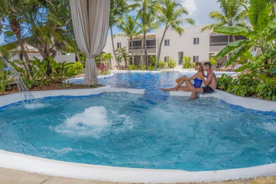 Waves Resort & Spa Pool