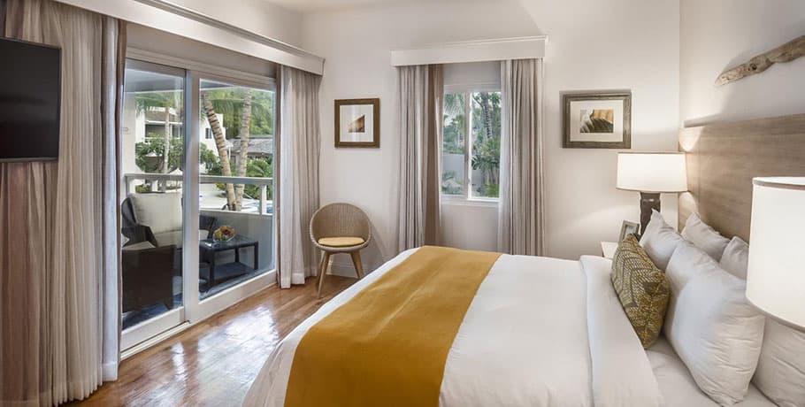 waves hotel & spa pool view spa room