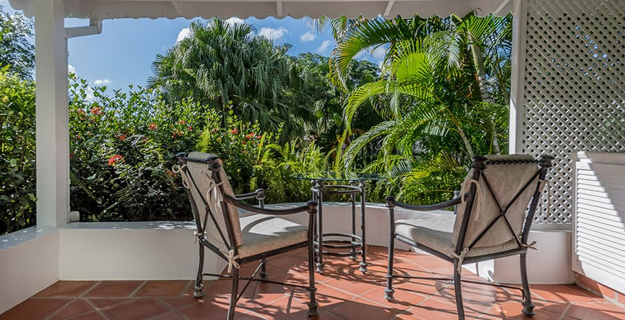 eastwinds-deluxe-cottage-patio