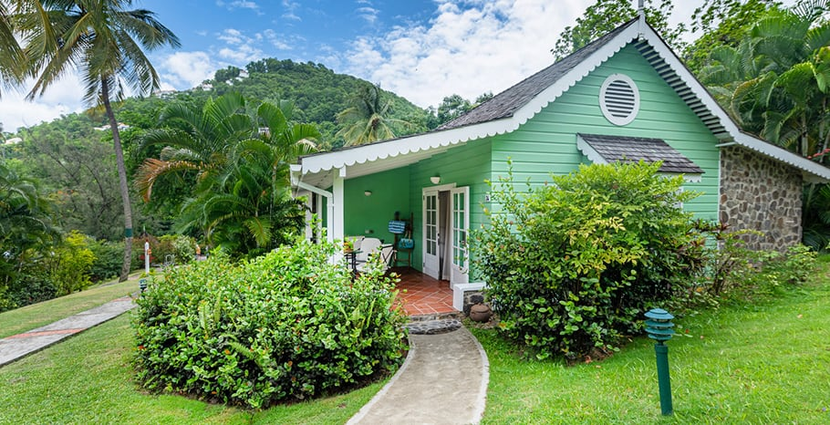 eastwinds-deluxe-cottage-outside