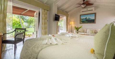 eastwinds-ocean-front-cottage-full-room