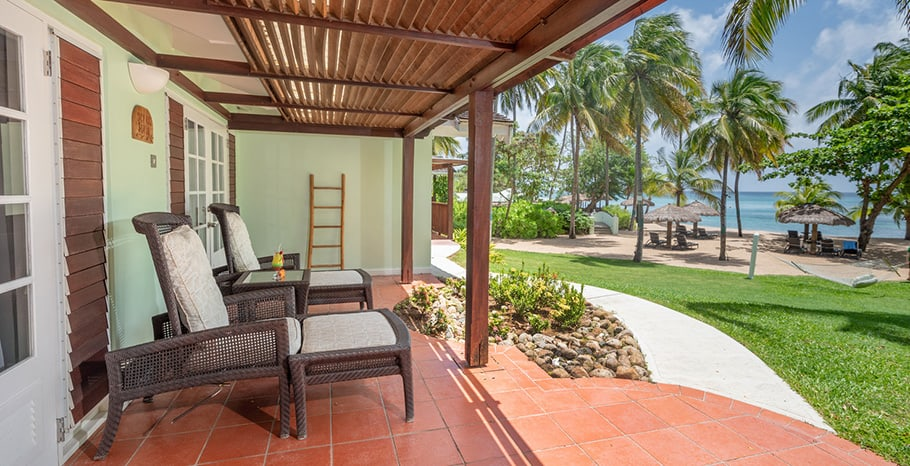 eastwinds-ocean-front-cottage-outside