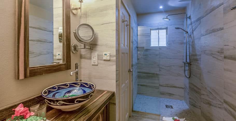 eastwinds-ocean-front-room-washroom