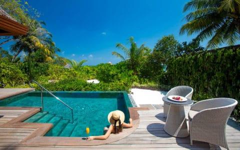 Baros-Maldives_Baros-Suite_Hot-and-cold-Jacuzzi