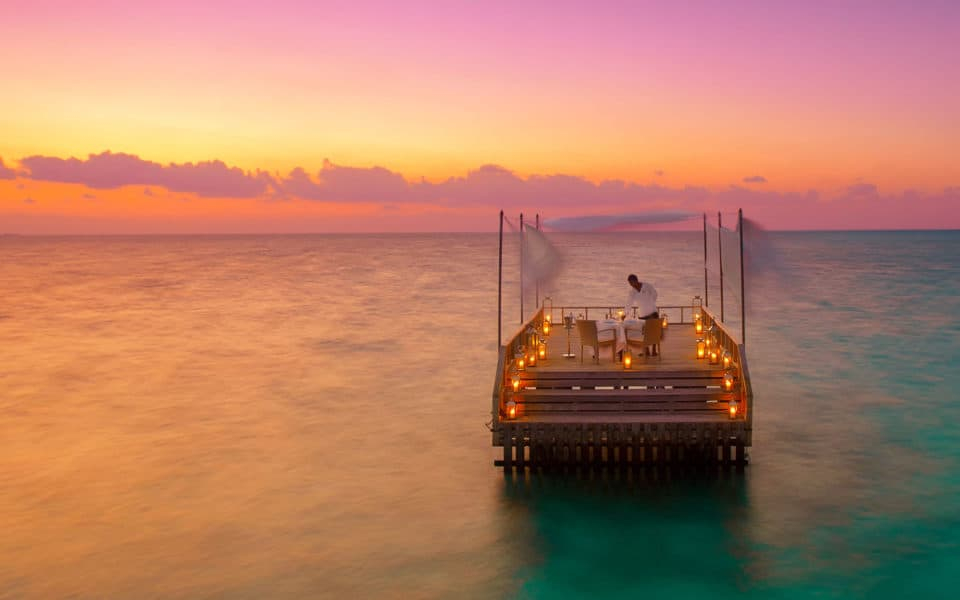 Baros-Maldives_Piano-Deck-Dining