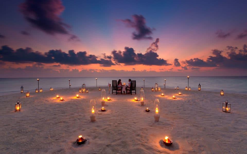 Baros-Maldives_Sandbank-Dinner