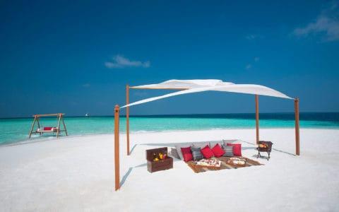 Baros-Maldives_Sandbank-Picnic