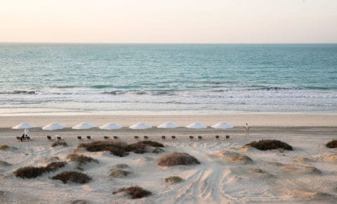 Jumeirah-at-Saadiyat-Island-Resort---Beach-view