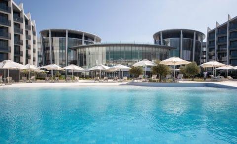 Jumeirah-at-Saadiyat-Island-Resort---Pool-View