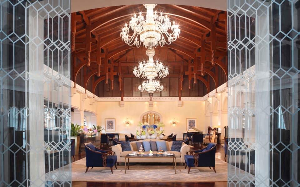 The-Ritz-Carlton,-Dubai-Lobby-Lounge