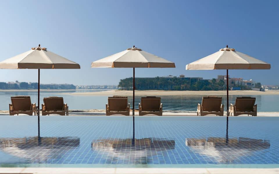 Waldorf-Astoria-Dubai-Infinity-Pool