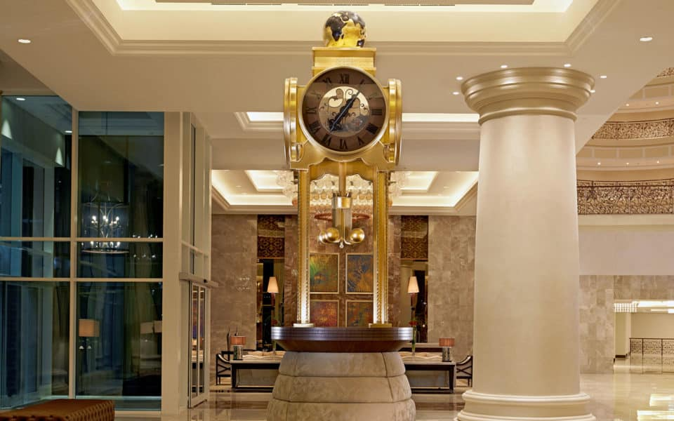 Waldorf-Astoria-Dubai-Lobby-Clock