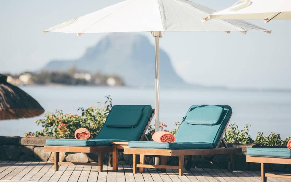 sands-suites-resort-Poolside