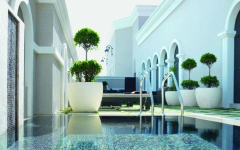 the_ritz-carlton_abu_dhabi_grand_canal_pool