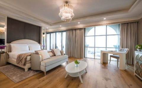 Rixos-AUH-Saadiyat-Three-and-Four-Bedroom-Villa_Master-Bedroom