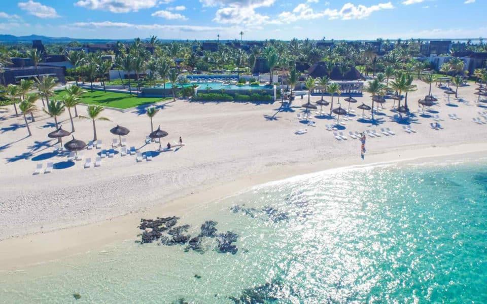 long-beach-mauritius--beachside